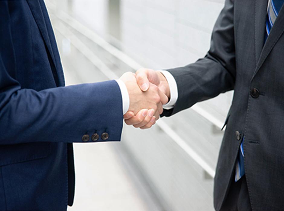 握手する様子